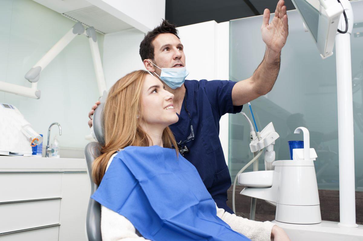 dentist pointing